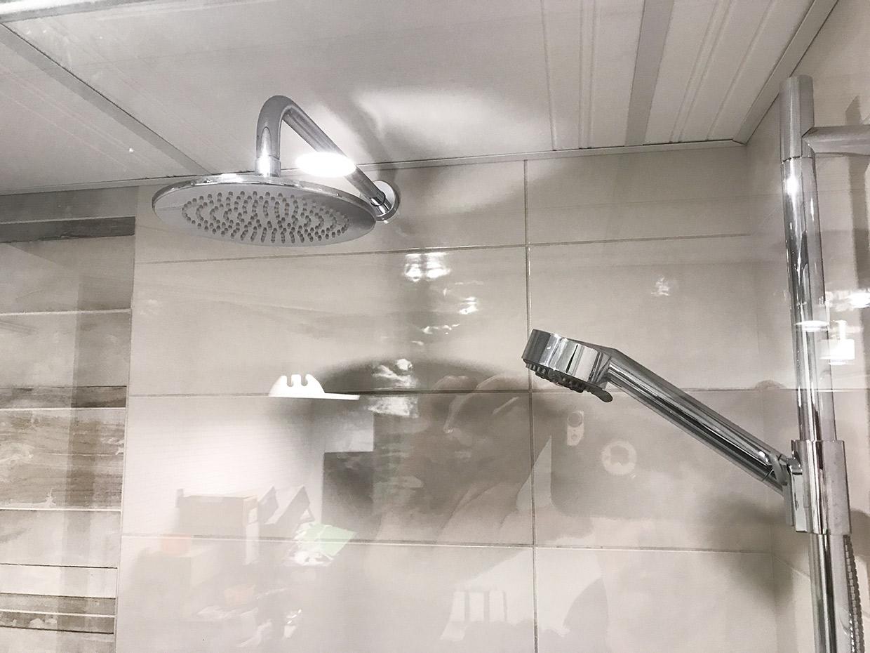 salle de bain adapt e pour personne a mobilit r duite r novation daniel ruest. Black Bedroom Furniture Sets. Home Design Ideas
