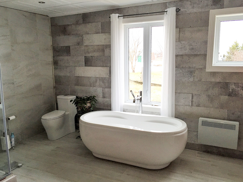 Salle de bain avec c ramique mur mur r novation daniel for Enduit mural salle de bain